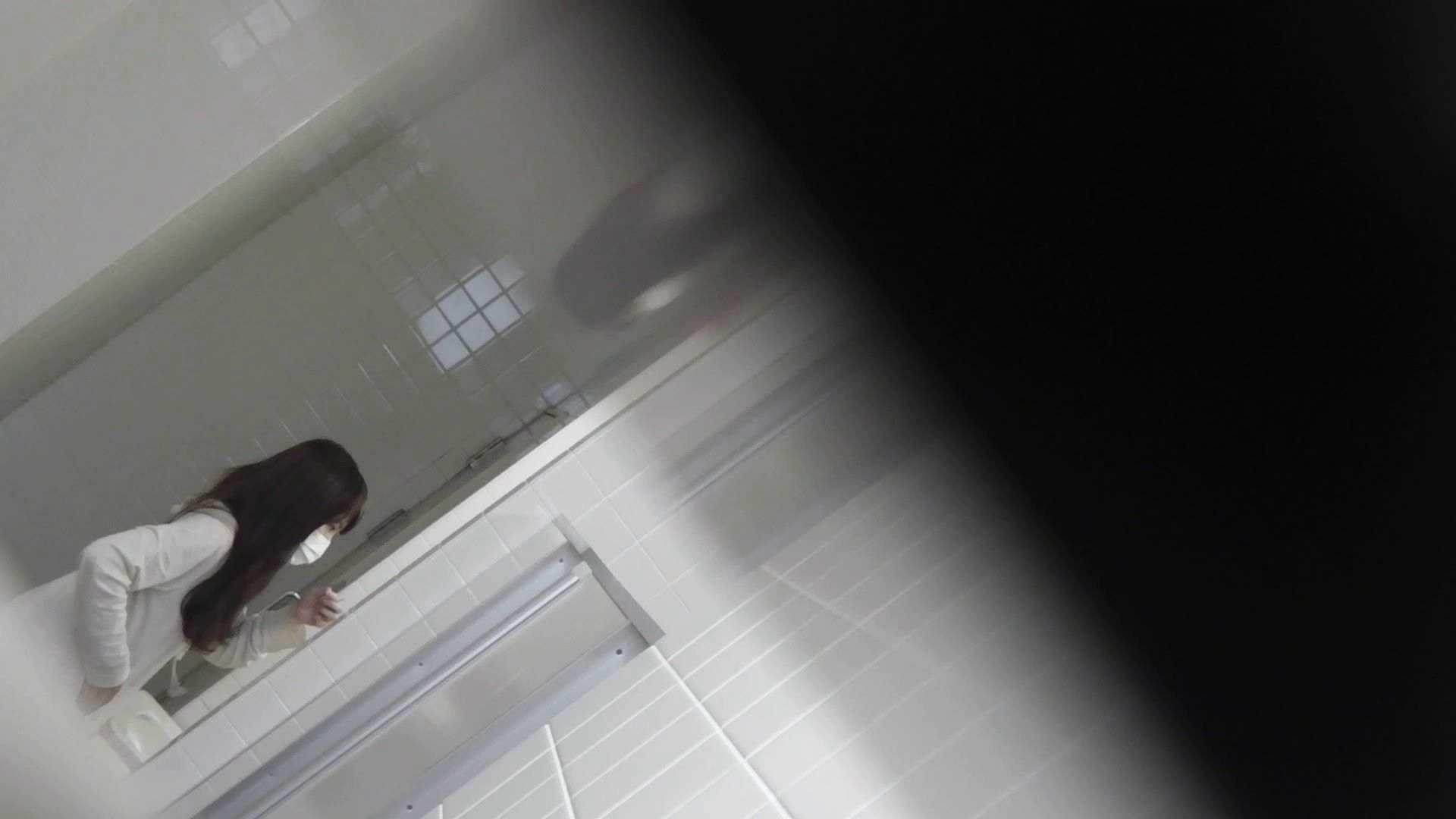 vol.09 命がけ潜伏洗面所! 残念!パンツについちゃいました。