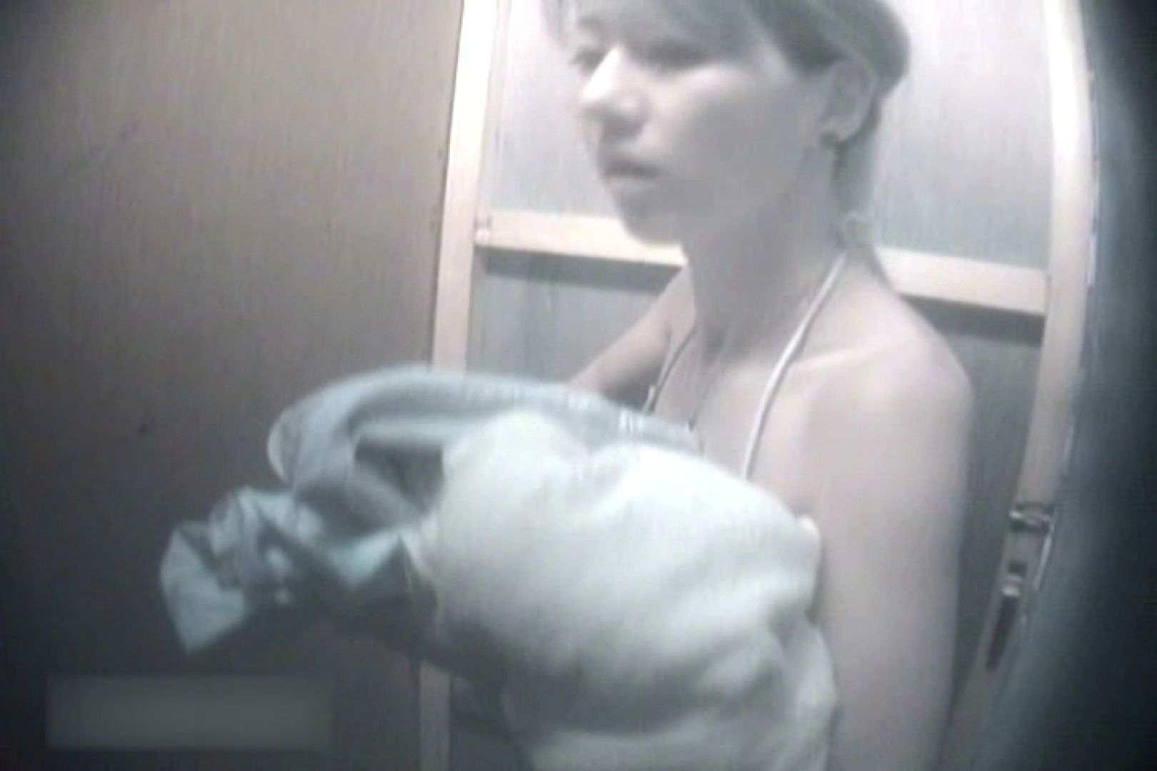 夏海シャワー室!ベトベトお肌をサラサラに!VOL.04